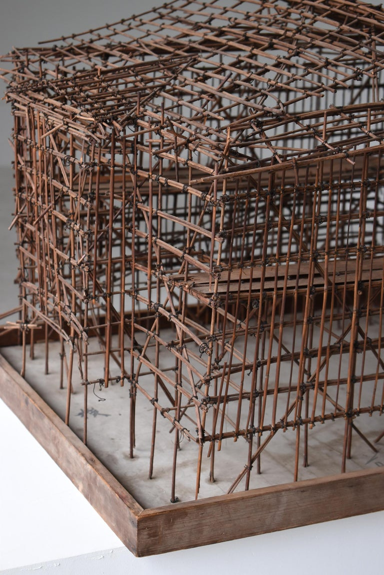 It is an old Japanese scaffolding model. It is an item from the middle of the Showa period.  It 's a tool in the process of completing the building, This is very beautiful and has been completed as a work of art. And it is miraculous that this