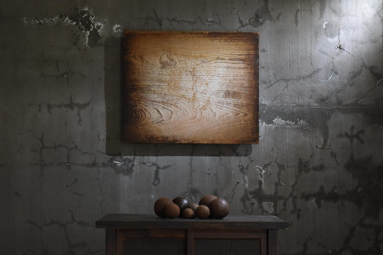 We Japanese introduce unique aesthetics, purchasing routes, and unique items that no one can imitate.  It is a work board used in Japanese private houses. It is an item from the Meiji era to the Taisho era. The material is cedar. It seems that