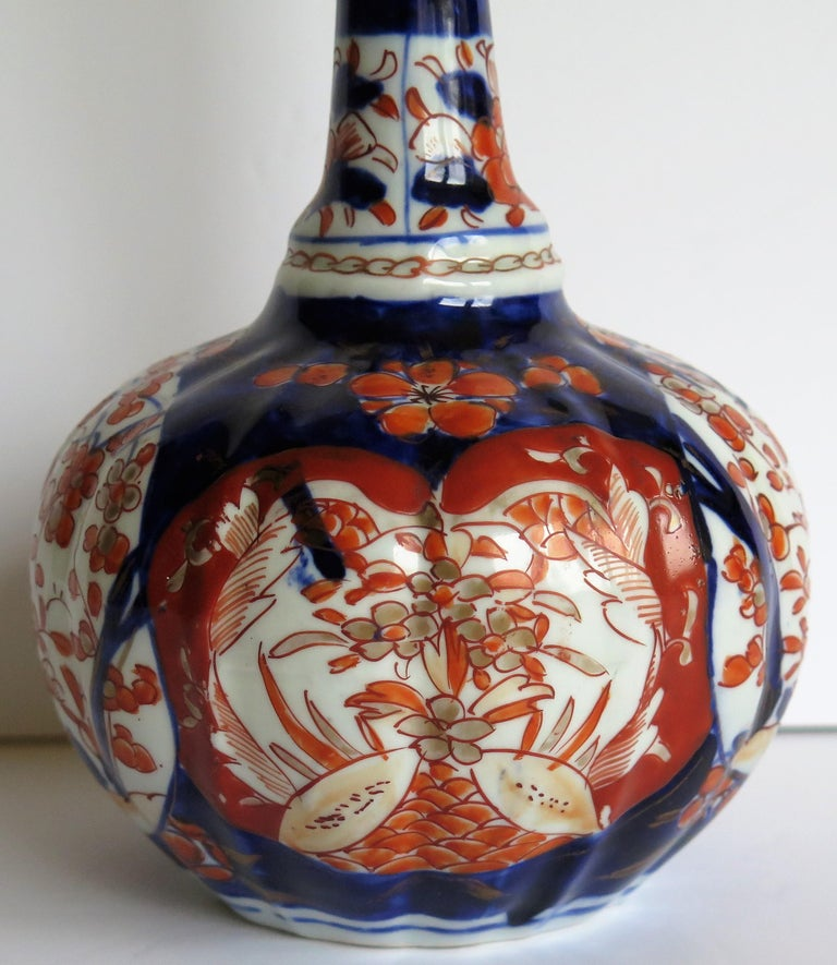 Japanese Porcelain Bottle Vase Hand Painted Imari, Meiji Period Circa 1875 For Sale 7