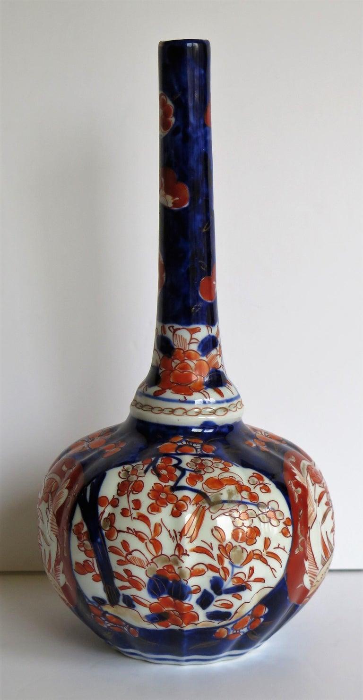 Japanese Porcelain Bottle Vase Hand Painted Imari, Meiji Period Circa 1875 For Sale 2