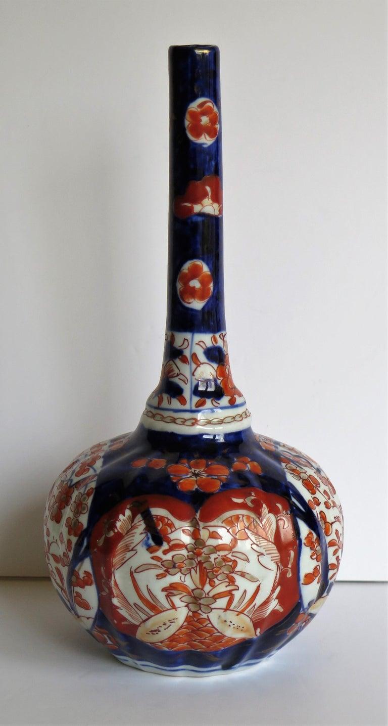 Japanese Porcelain Bottle Vase Hand Painted Imari, Meiji Period Circa 1875 For Sale 3