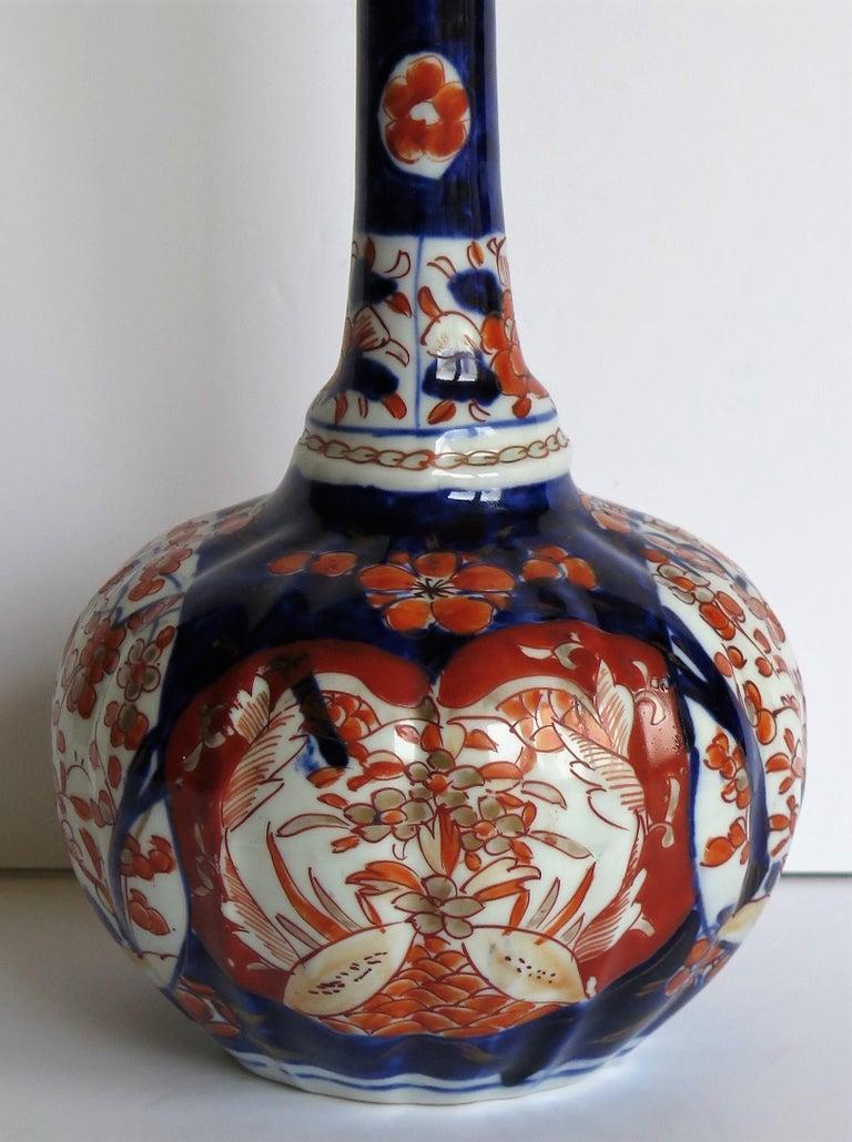 Japanese Porcelain Bottle Vase Hand Painted Imari, Meiji Period Circa 1875 For Sale 4