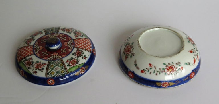 Japanese Porcelain Circular Lidded Box Hand Painted, Meiji Period, circa 1880 For Sale 8