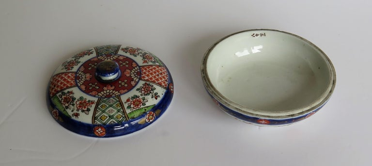 Japanese Porcelain Circular Lidded Box Hand Painted, Meiji Period, circa 1880 For Sale 9
