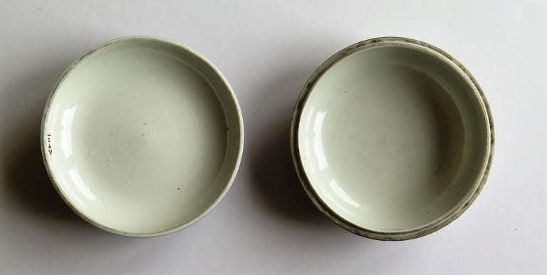 Japanese Porcelain Circular Lidded Box Hand Painted, Meiji Period, circa 1880 For Sale 11