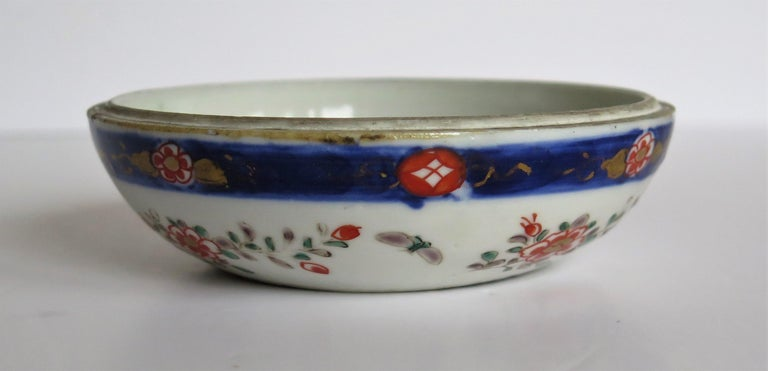 Japanese Porcelain Circular Lidded Box Hand Painted, Meiji Period, circa 1880 For Sale 12