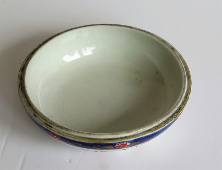 Japanese Porcelain Circular Lidded Box Hand Painted, Meiji Period, circa 1880 For Sale 13