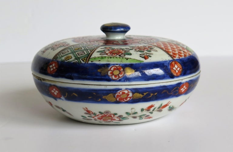 Hand-Painted Japanese Porcelain Circular Lidded Box Hand Painted, Meiji Period, circa 1880 For Sale