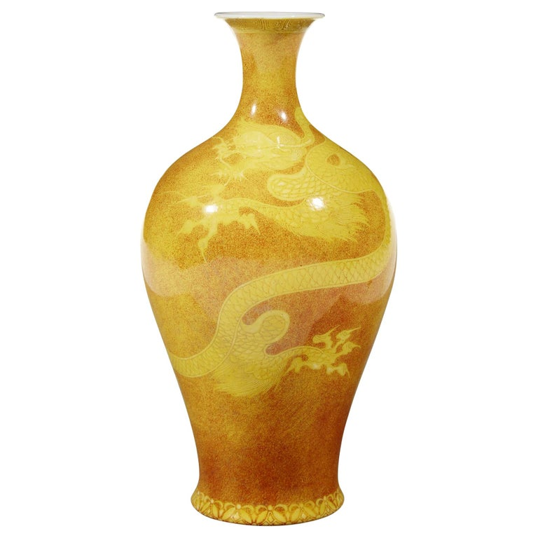 Japanese Porcelain Dragon Vase by Makuzu Kozan Meiji Period For Sale