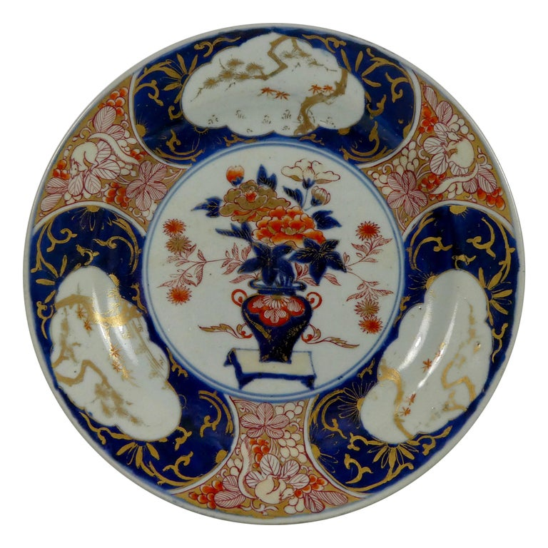 Japanese Porcelain Imari Charger, circa 1700, Genroku Period For Sale