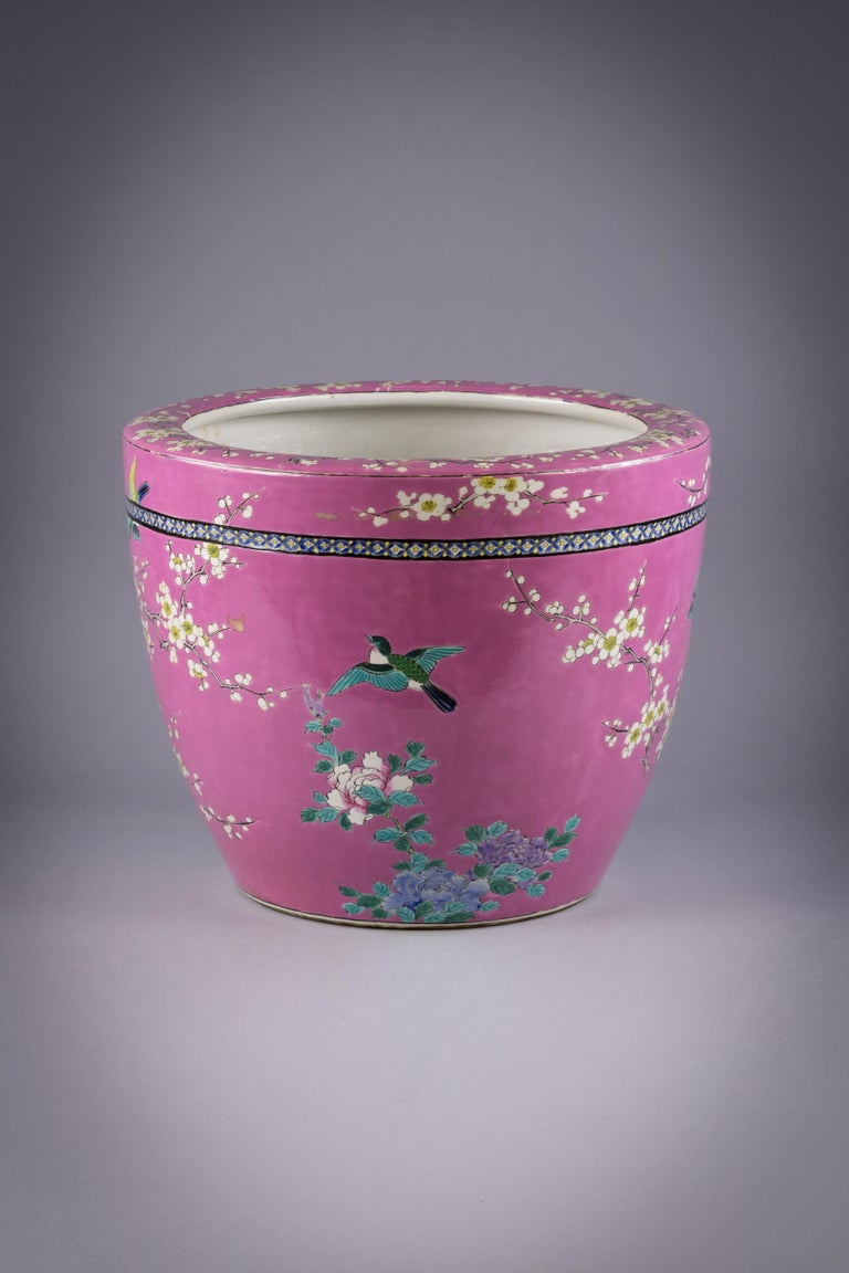 Japanese Porcelain Jardiniere, circa 1900 In Good Condition For Sale In New York, NY
