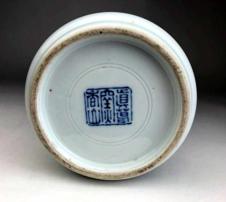 Japanese Porcelain Vase Makuzu Kozan Meiji Period In Good Condition For Sale In Atlanta, GA