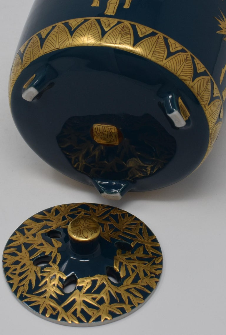 Japanese Pure Gold Blue Porcelain Incense Burner by Contemporary Master Artist For Sale 2