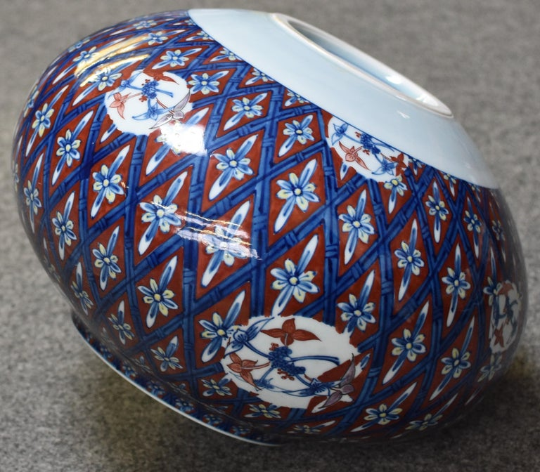 Japanese Red Blue Contemporary Porcelain Vase by Master Artist In New Condition For Sale In Vancouver, CA