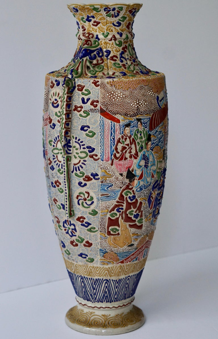 Japanese Satsuma Vase with Figures In Good Condition For Sale In Antwerp, BE