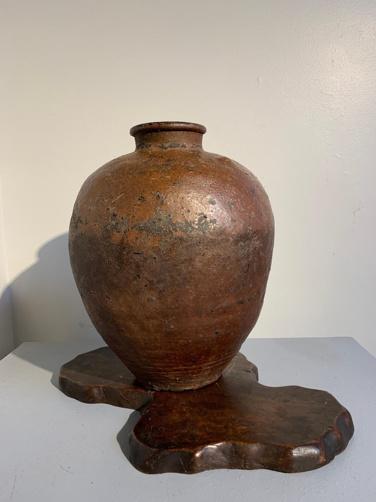 Japanese Shigaraki Large Storage Jar, Tsubo, Muromachi to Edo Period, circa 1600 In Good Condition For Sale In Austin, TX