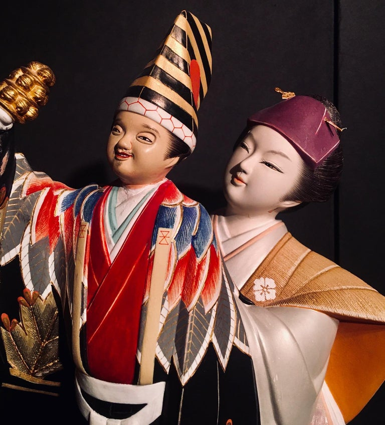 Japanese Showa period Hakata doll of a female puppeteer, entertaining the imperial household with her Sambaso puppet. Crafted in the finest Hakata studio, the figure is a masterpiece made for exhibition.