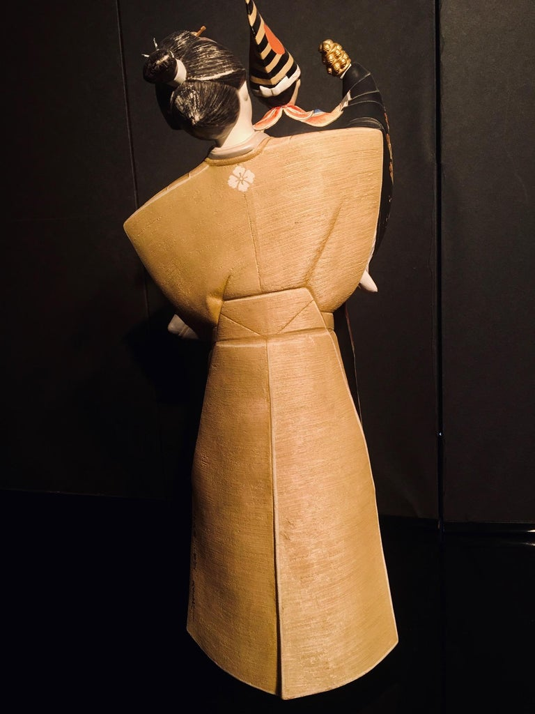 Japanese Showa Hakata Ceramic Doll of a Woman Puppeteer For Sale 1