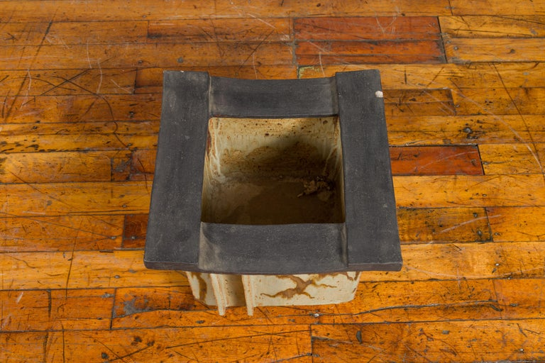 Japanese Taishō Period Early 20th Century Hibachi with Black Edges In Good Condition For Sale In Yonkers, NY