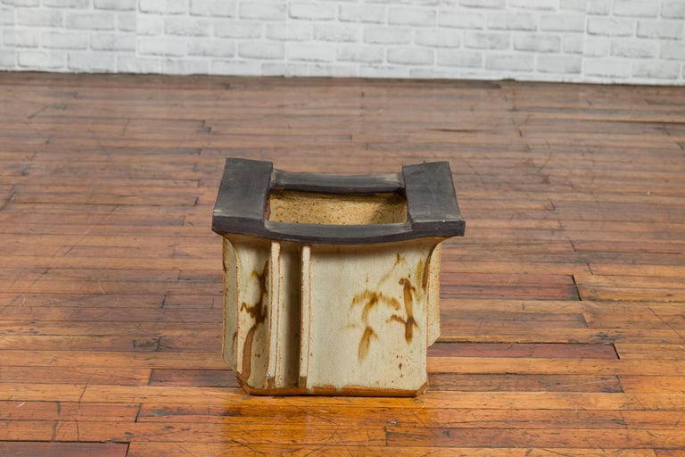 Japanese Taishō Period Early 20th Century Hibachi with Black Edges For Sale 3