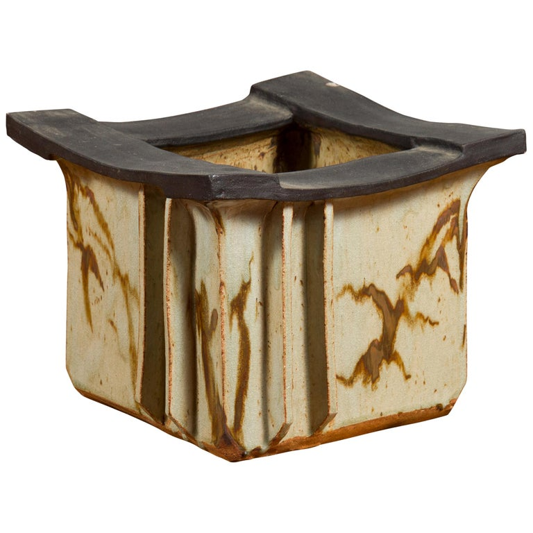Japanese Taishō Period Early 20th Century Hibachi with Black Edges For Sale