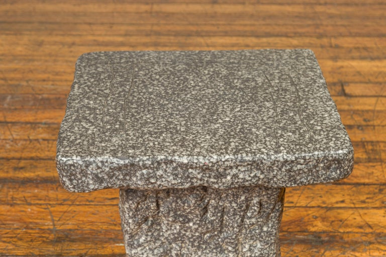 Japanese Taishō Period Early 20th Century Rustic Exterior Stone Garden Seat In Good Condition In Yonkers, NY