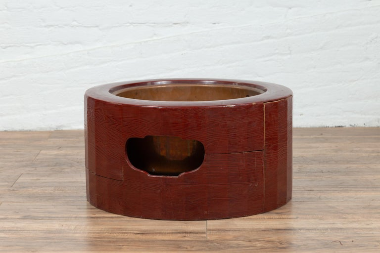 Japanese Taishō Period Early Red Lacquered Circular Hibachi, Early 20th Century For Sale 5