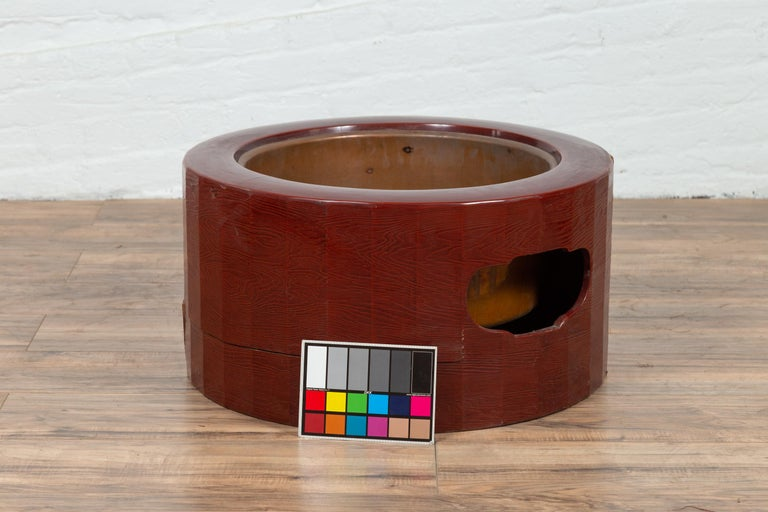 Japanese Taishō Period Early Red Lacquered Circular Hibachi, Early 20th Century For Sale 6