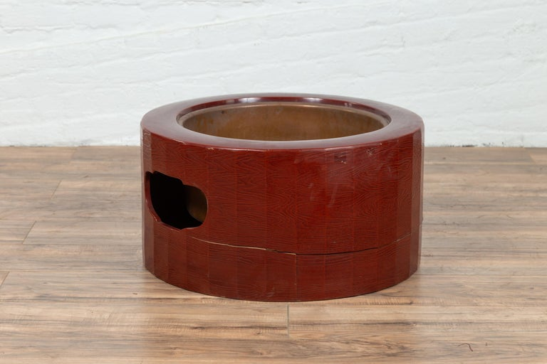 Japanese Taishō Period Early Red Lacquered Circular Hibachi, Early 20th Century For Sale 2