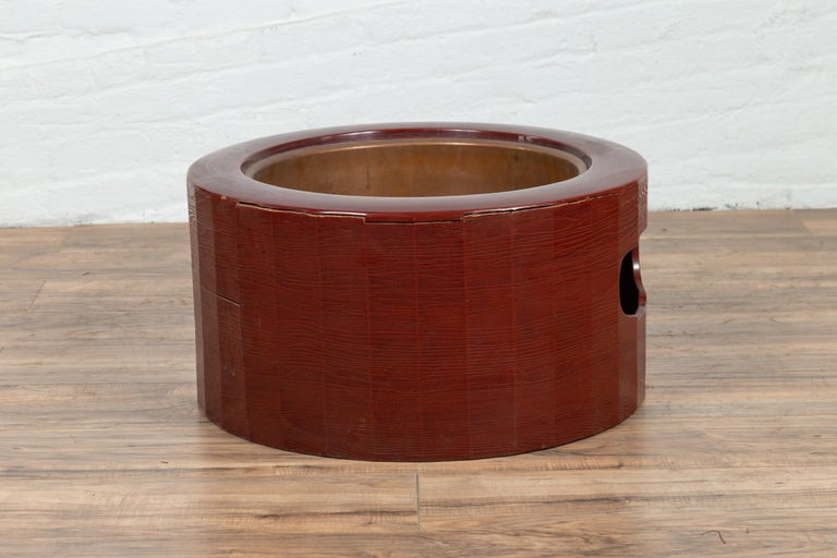 Japanese Taishō Period Early Red Lacquered Circular Hibachi, Early 20th Century For Sale 3