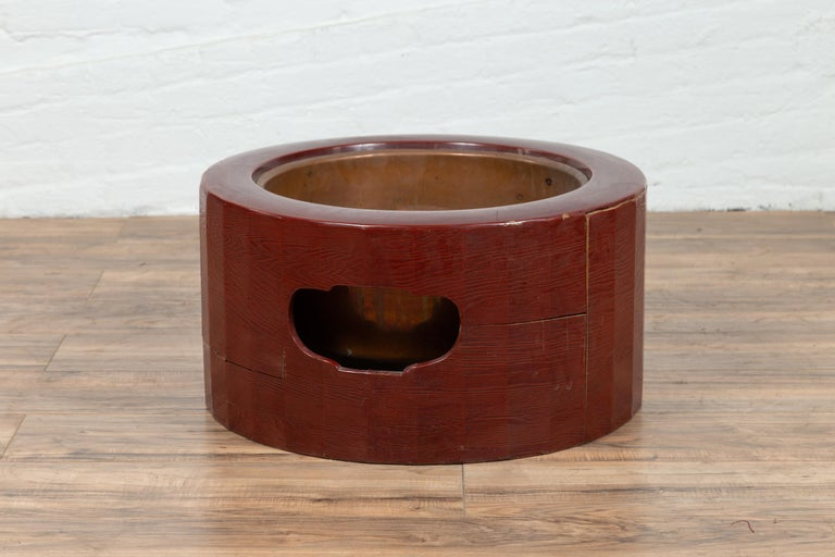 Japanese Taishō Period Early Red Lacquered Circular Hibachi, Early 20th Century For Sale 4