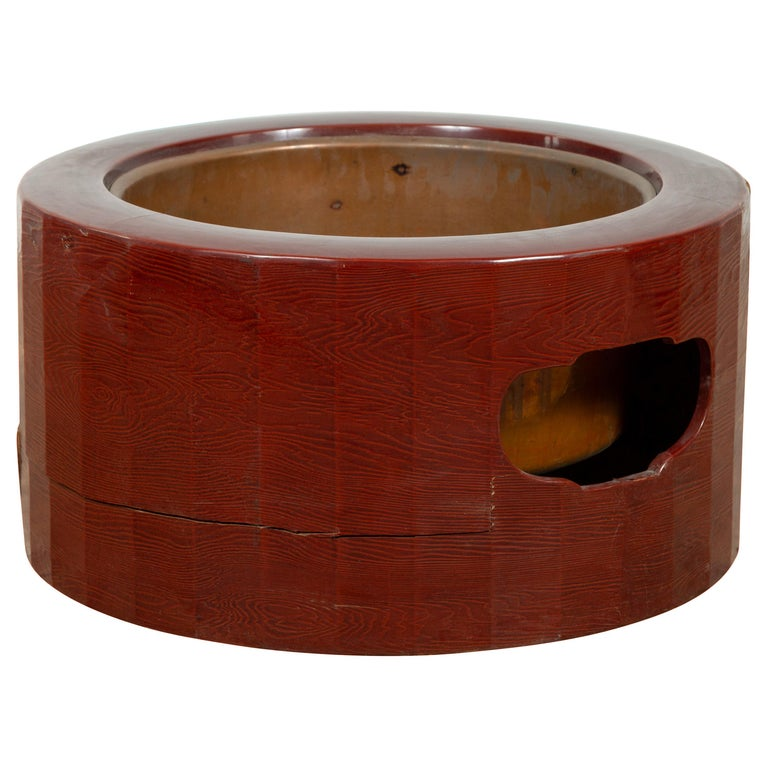 Japanese Taishō Period Early Red Lacquered Circular Hibachi, Early 20th Century For Sale