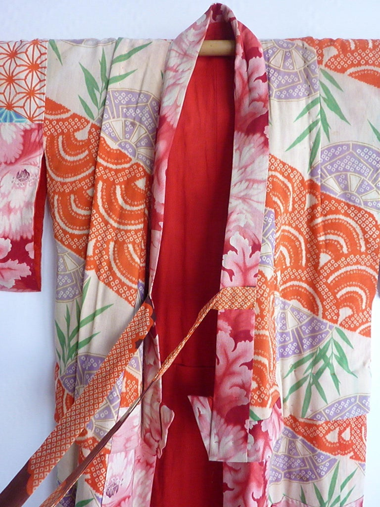 Japanese teen-size red cherry blossom printed patchwork vintage Kimono  In Fair Condition For Sale In Boston, MA