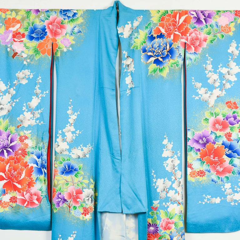 Japanese Vintage Women's Silk Wedding Kimono 'Hiki-furisode' For Sale 2