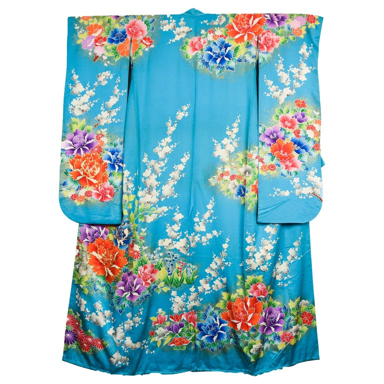 Japanese Vintage Women's Silk Wedding Kimono 'Hiki-furisode' For Sale