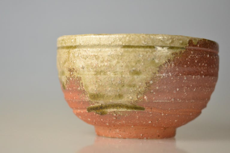 Japanese Woodfired Handmade Matcha Tea Bowl by Takahashi Rakusai IV In Excellent Condition For Sale In Berlin, Berlin