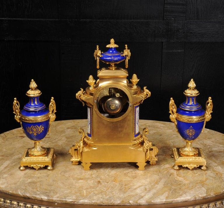 Japy Freres Messingbeschläge und Sevres Porzellan antike französische Uhr Set 10