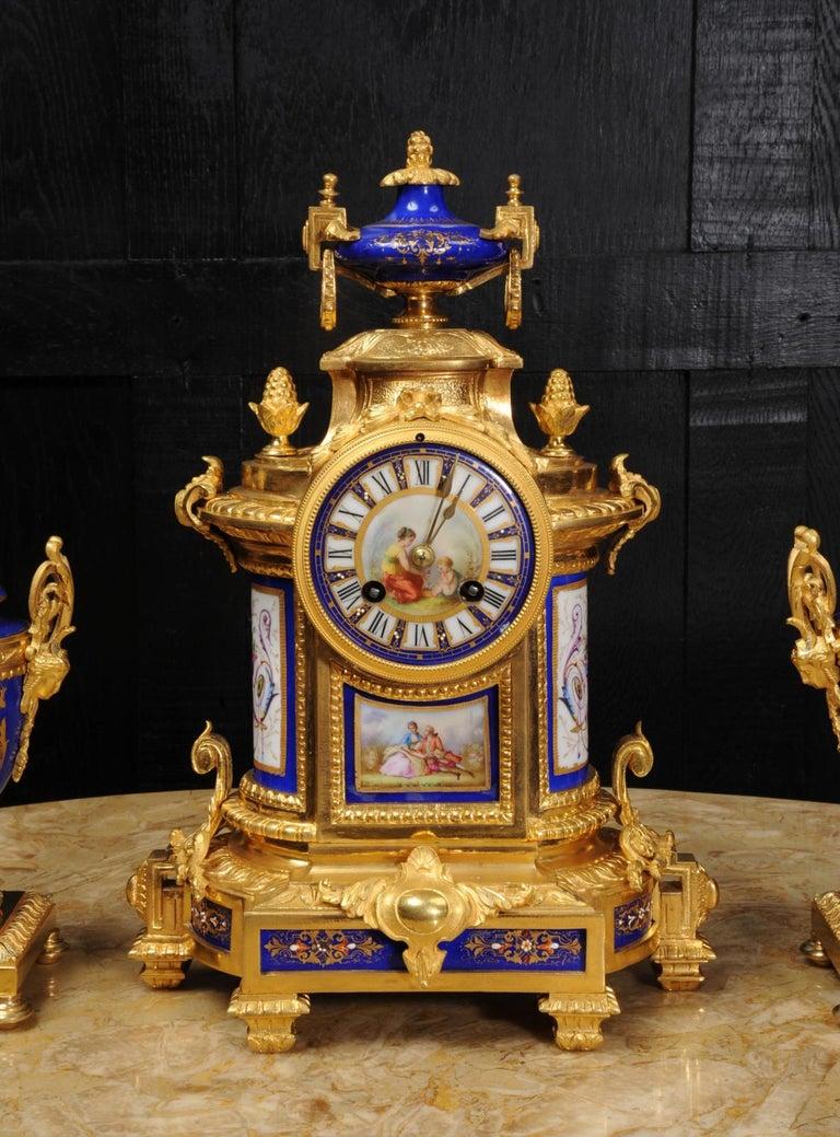 Japy Freres Messingbeschläge und Sevres Porzellan antike französische Uhr Set 11