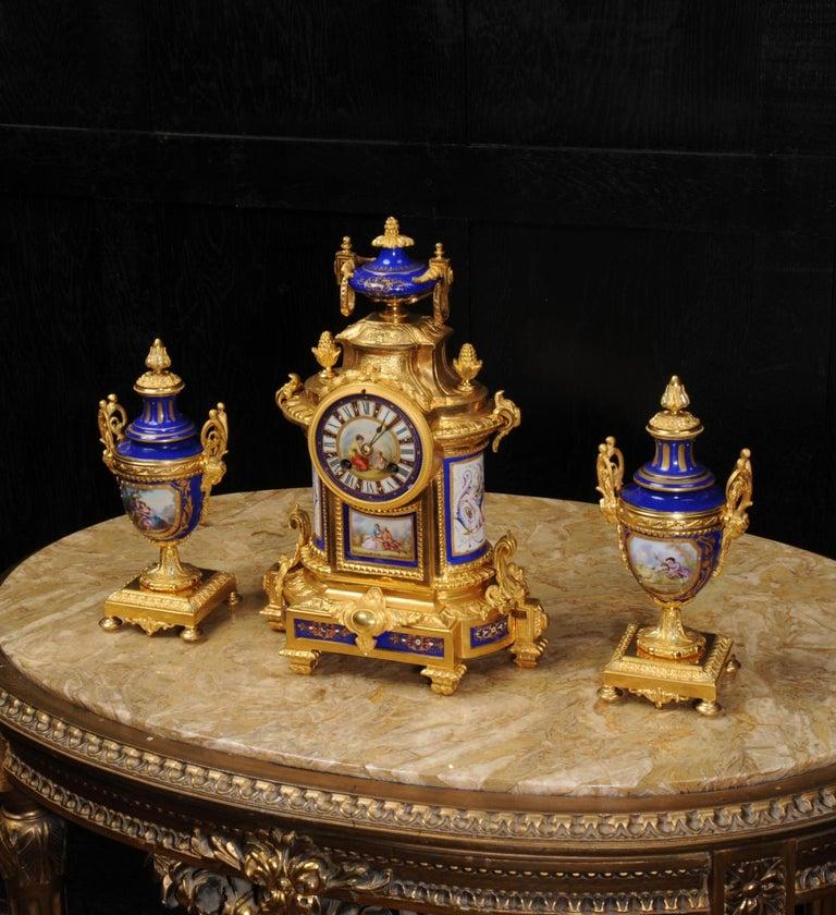 Japy Freres Messingbeschläge und Sevres Porzellan antike französische Uhr Set 3