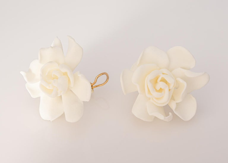 Contemporary JAR 18k Gold and Resin Gardenia Earrings For Sale