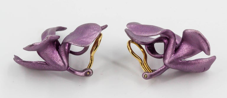 JAR Aluminium and Gold Pansy Earclips In Excellent Condition For Sale In New York, NY