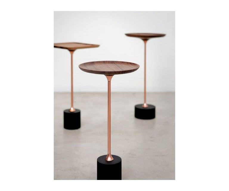 The name hints to the shape of the pieces. When arranged in a set, the tables resemble a flowery garden. For this effect there are four top shapes, four heights, two bases with of different heights and diameters, and stands which come in several