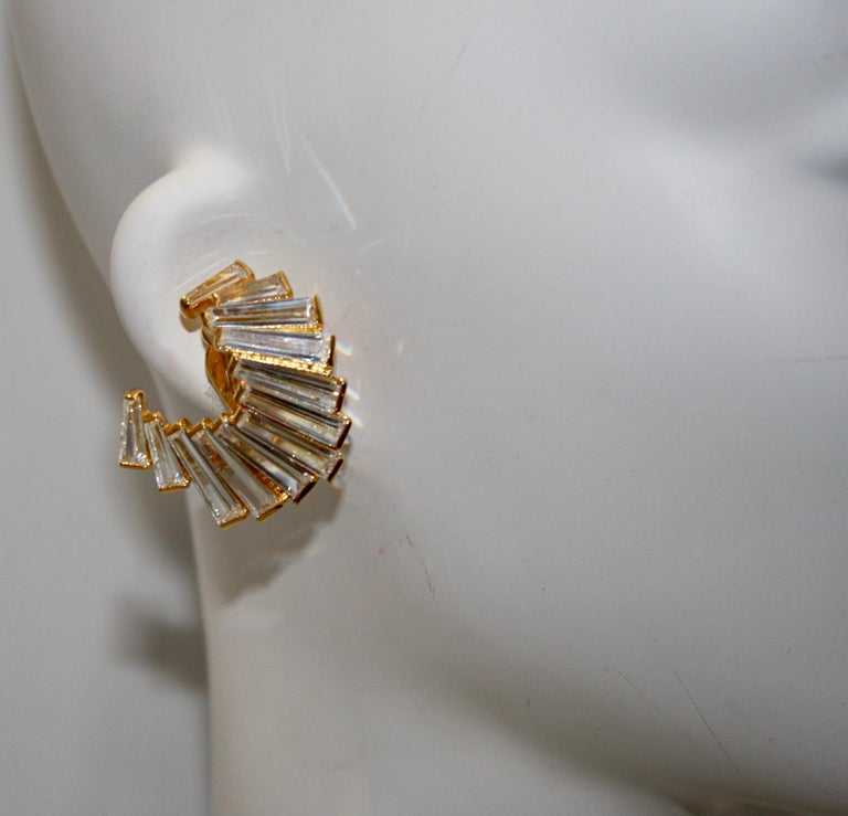 Jarin K Gold Baguette Crescent Earrings In New Condition For Sale In Virginia Beach, VA