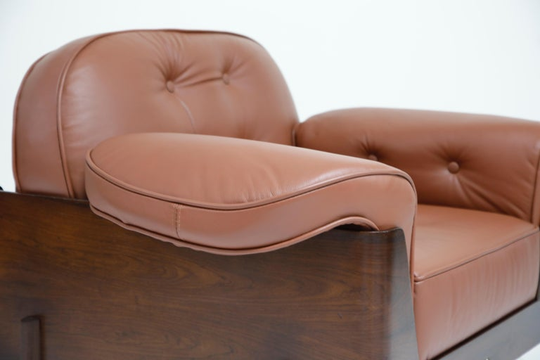 J.D. Moveis e Decoracoes Brazilian Rosewood and Leather Lounge Chairs, 1960s For Sale 6