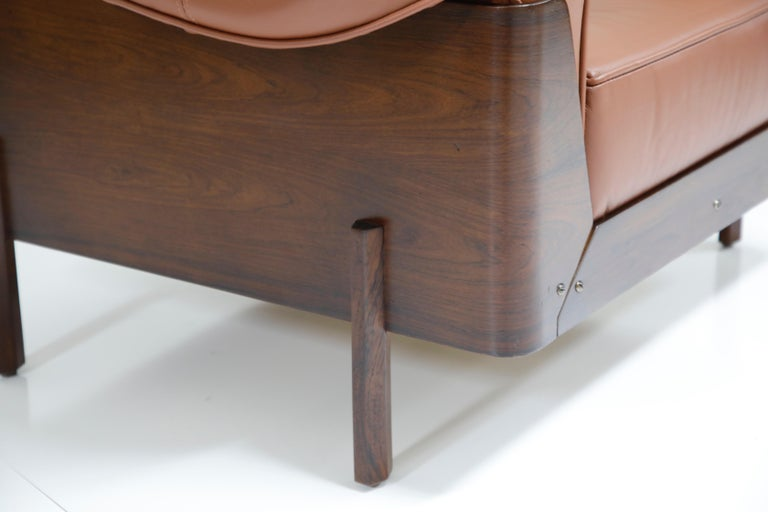 J.D. Moveis e Decoracoes Brazilian Rosewood and Leather Lounge Chairs, 1960s For Sale 10