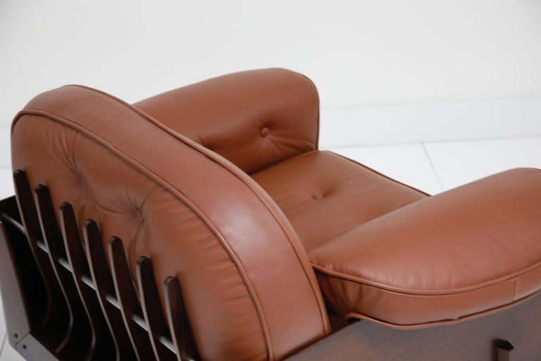 J.D. Moveis e Decoracoes Brazilian Rosewood and Leather Lounge Chairs, 1960s For Sale 11