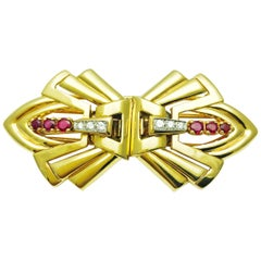 J.E. Caldwell 1940s Art Deco 14 Karat Gold Double Clip Lapel Pin or Brooch