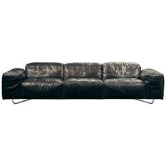 Je T'attends Dreisitzer Sofa in schwarzem Aniline Leder und poliertem Stahl