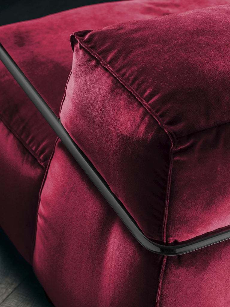 Dyed Je T'Attends Armchair in Magenta Velvet and Matte Black Metal For Sale
