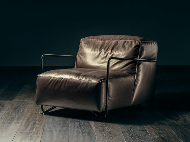 Leather Je T'Attends Armchair in Magenta Velvet and Matte Black Metal For Sale